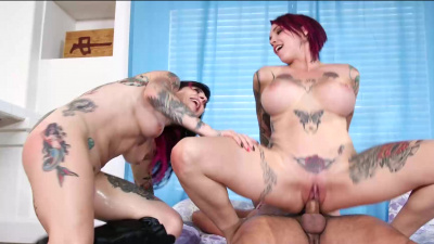 Anal threesome between stepsisters Anna Bell Peaks & Joana Angel