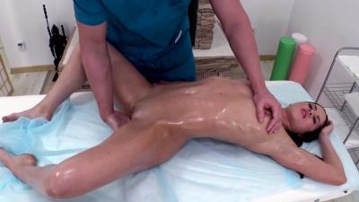 Nasty masseur fucks & cum showers his beautiful client Manila