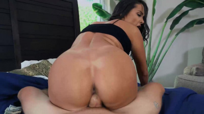 Thicc goddess Sofi Ryan pays with her body