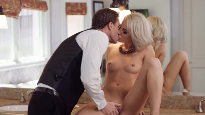 Young Bella Elise Rose seducing the manager of the catering service
