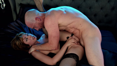 Sultry redhead Daphne Dare loves presenting her curvy ass to be pounded from behind