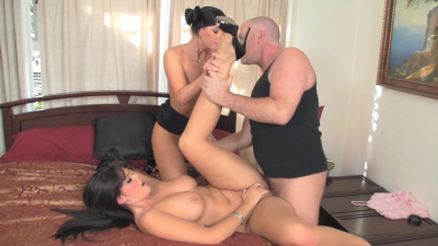 Alison Tyler and India Summer steamy threeway action