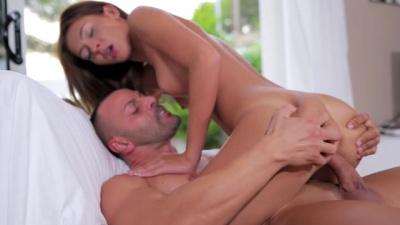 Alexis Brill shows her amazing deepthroat skills