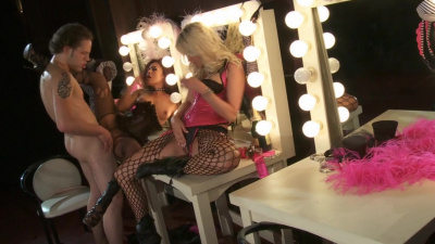 Glam Jessica Drake and Kaylani Lei fucking before their show