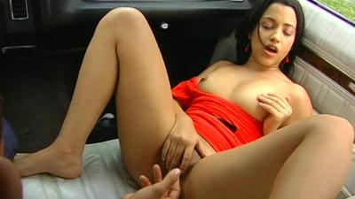 Miami native Anna gives head in the car