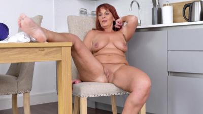 Granny Beau Diamonds makes herself cum