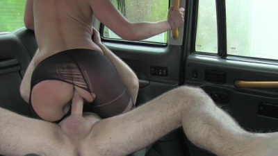 Escort Raven Wolk gets her pantyhose ripped off for a quick cab fuck